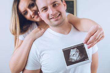 Couple holding sonogram picture